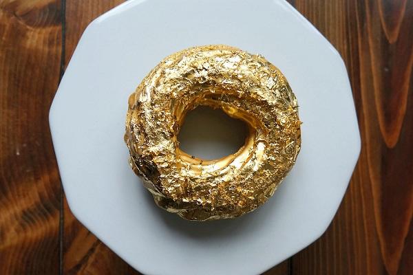 пончик в золоте