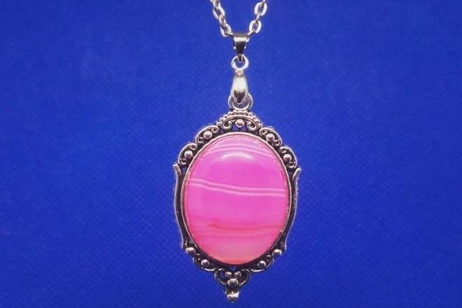Амулет из розового агата