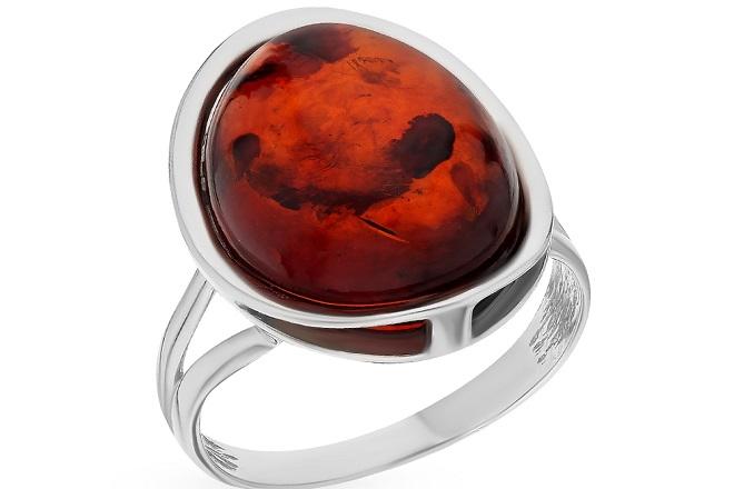 Кольцо из красного янтаря