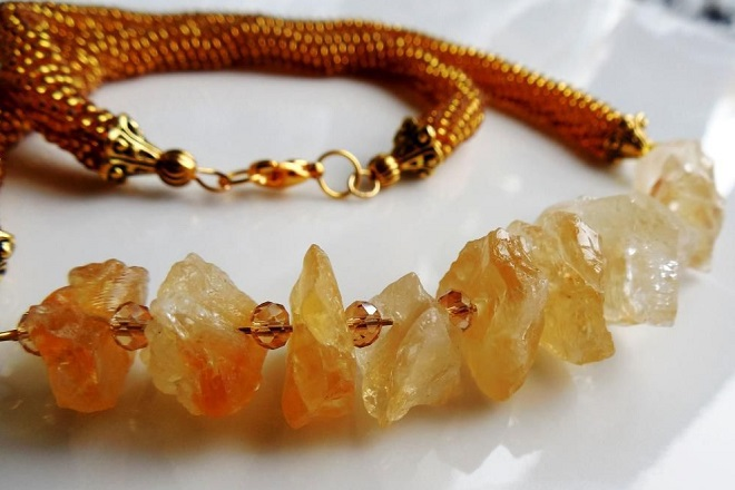 Ожерелье из желтого топаза