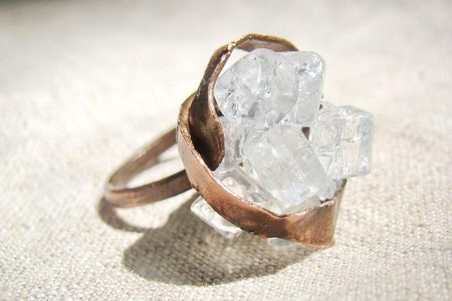 Кольцо из белого кварца