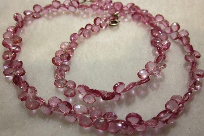 Бусы из розового топаза