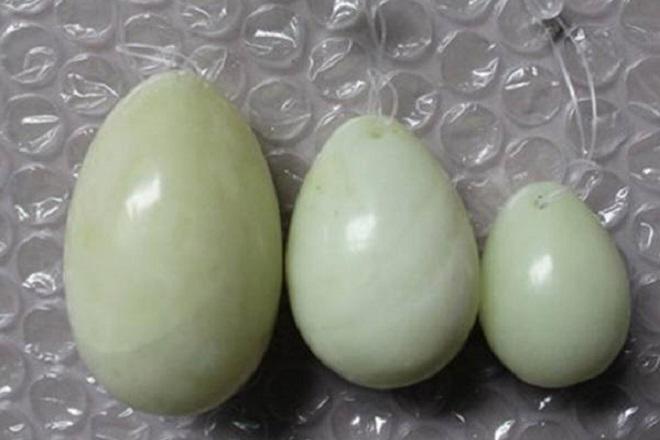 Поддельные нефритовые яйца