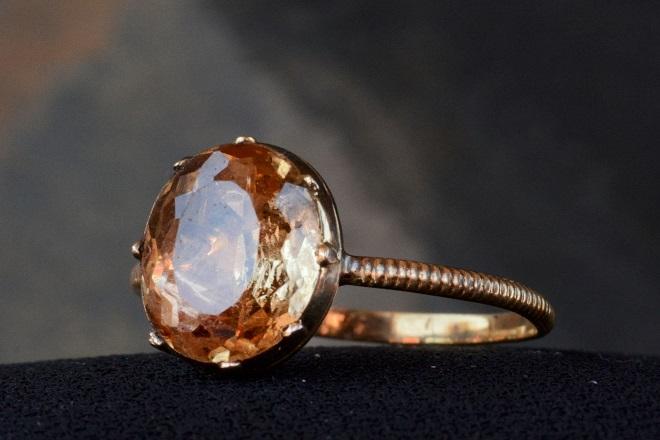 Кольцо из коричневого топаза
