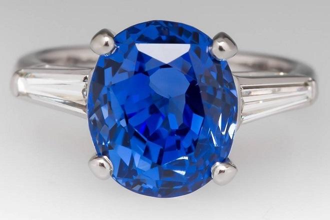 Кольцо из голубого сапфира