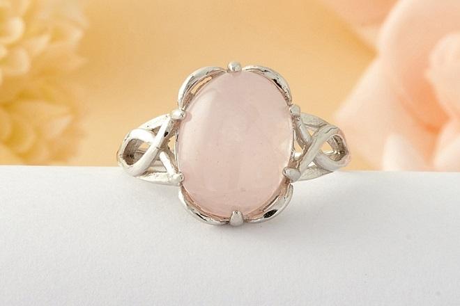 Кольцо из розового кварца