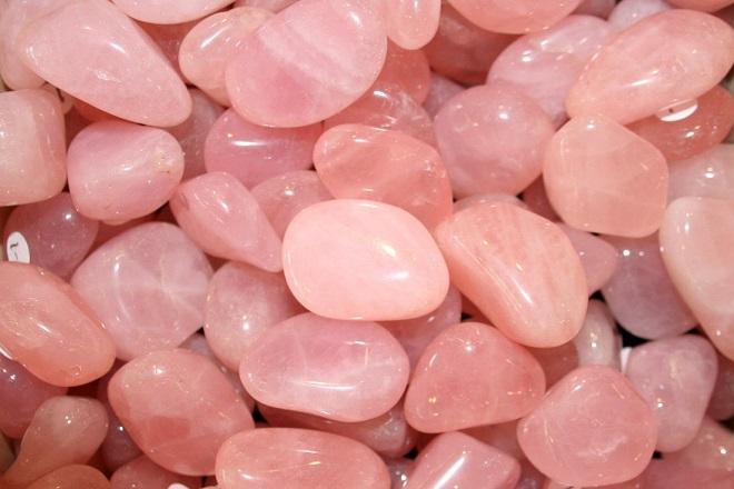 Непрозрачный розовый кварц