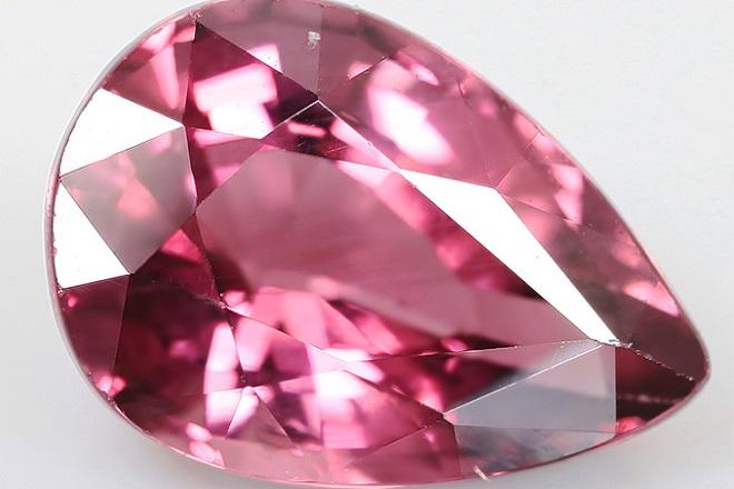 Розовая шпинель