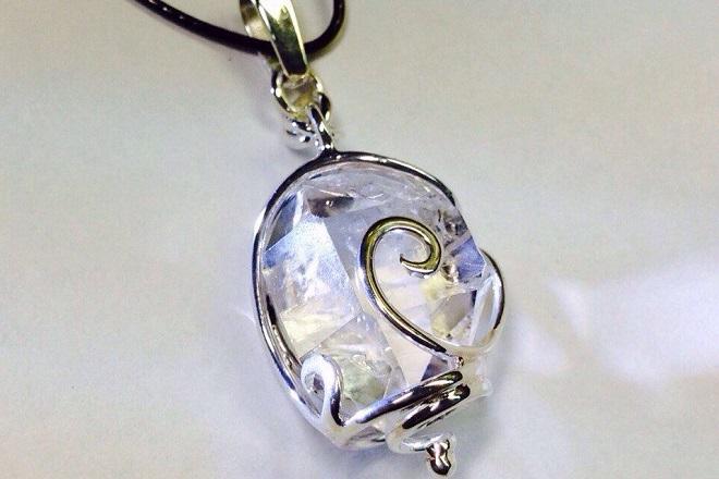 Амулет из херкимерского алмаза