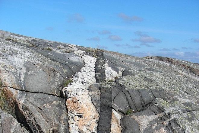 жильные горные породы