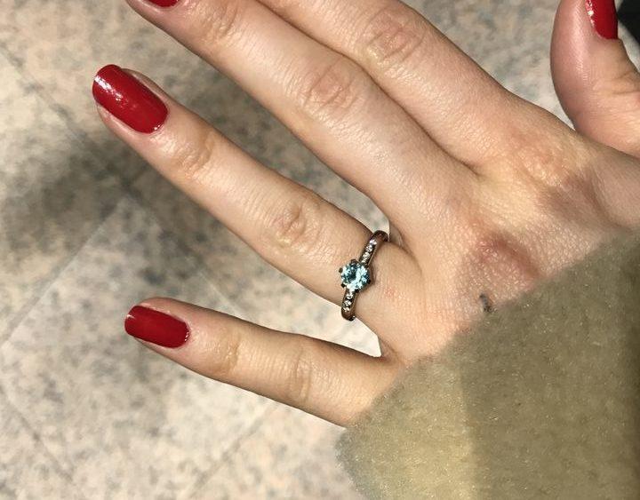 обручальное кольцо с натуральным голубым цирконом