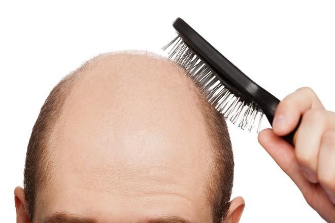 Помогает справиться с выпадением волос