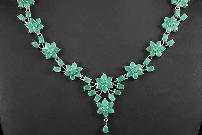 Ожерелье из зеленого бриллианта