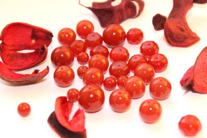 Красные камни