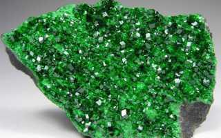 УВАРОВИТ — необычный зелёный гранат с Урала