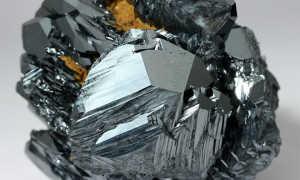 Гематит — кровавый минерал, сильный лекарь и оберег для мужчин
