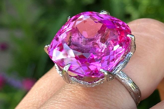 Кольцо из розового топаза