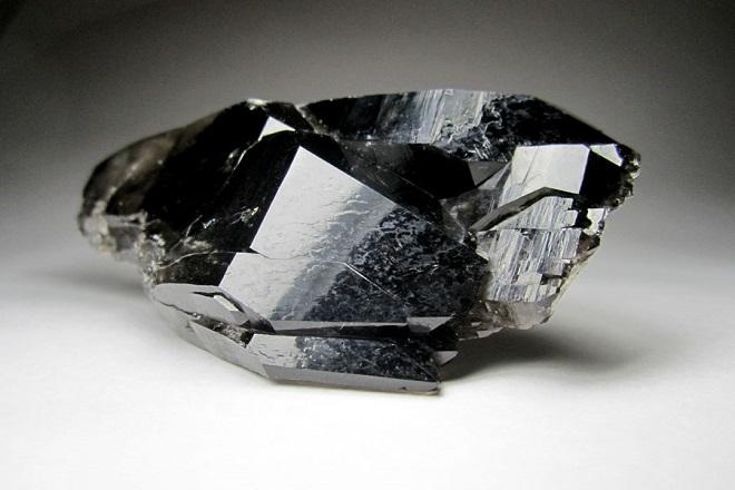 Поделочные камни черного цвета