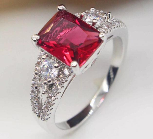 ювелирные изделия с рубином