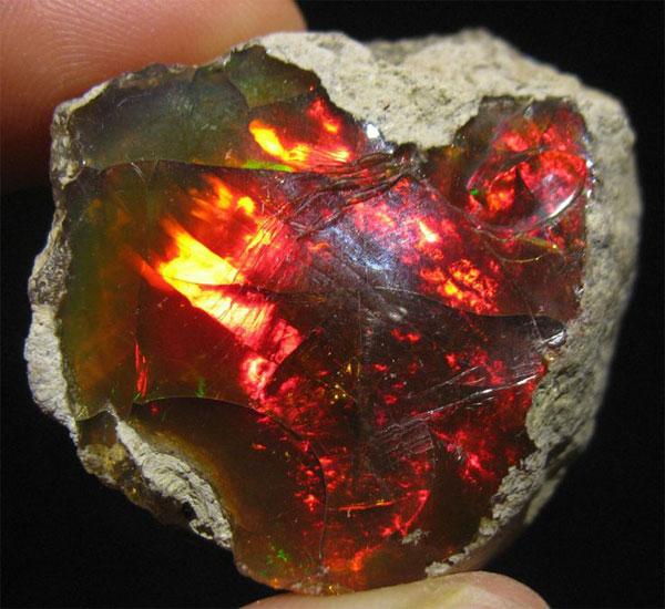 минерал огненный