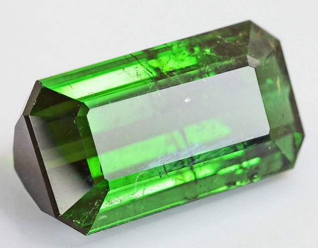 Крупный зеленый турмалин 7,2 карат