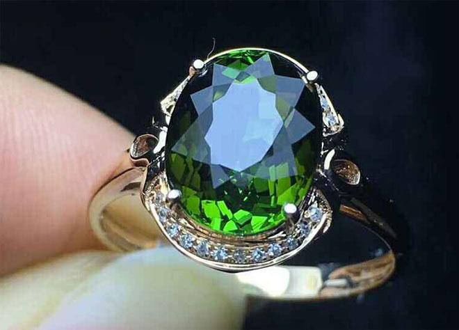 кольцо с зеленым турмалином