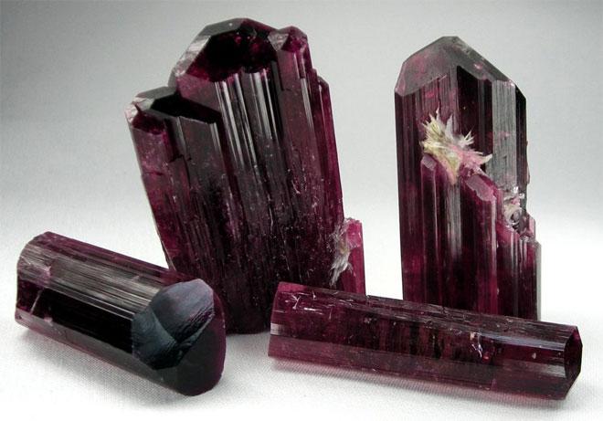 розовый турмалин камень