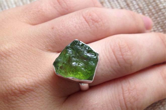 кольцо с перидотом