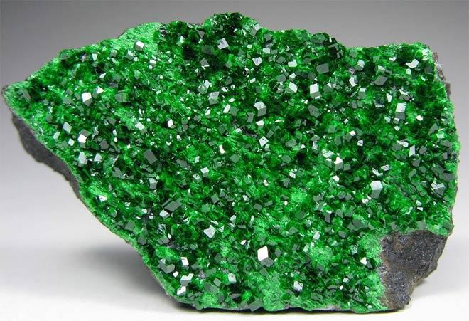 уваровит минерал