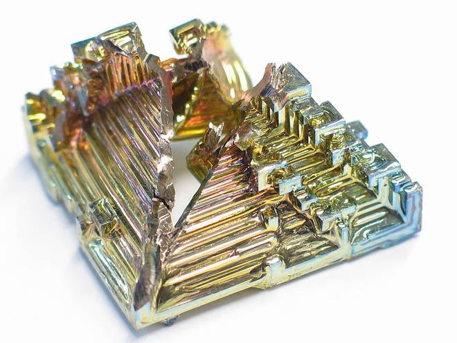 Синтезированный кристалл висмута