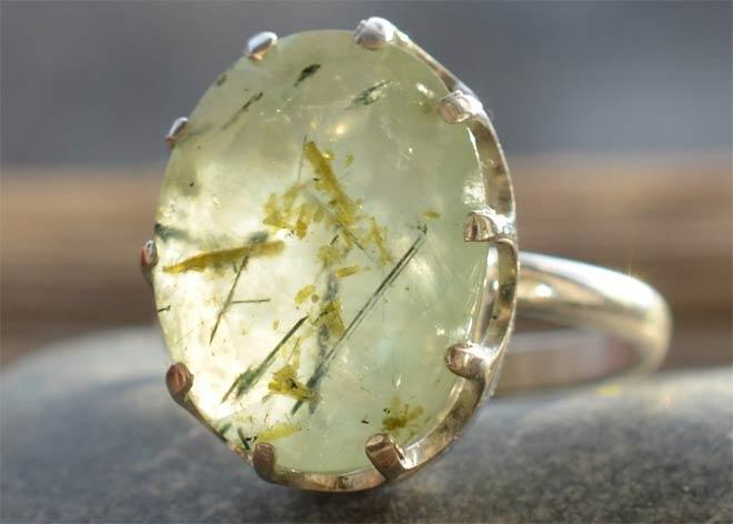 кольцо с пренитом