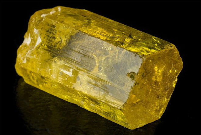 гелиодор минерал